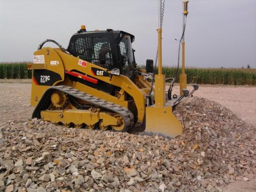 Mini dozer con sistema autolivellante